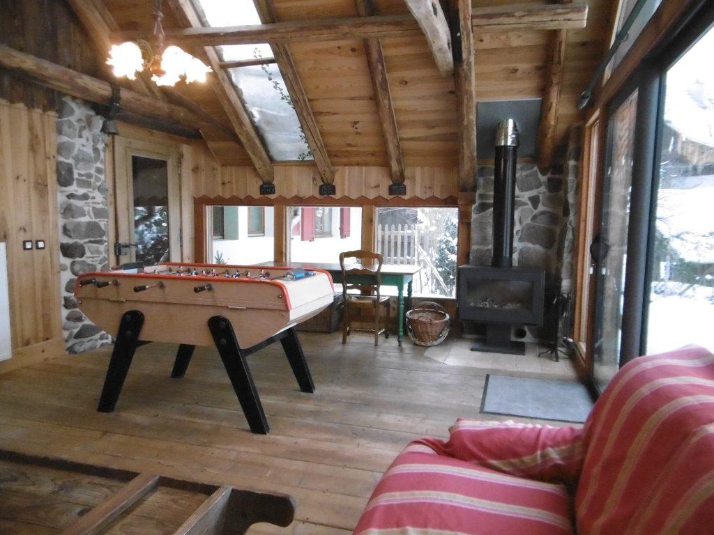 Zoom cabane table de ping pong et jeux d'extérieur